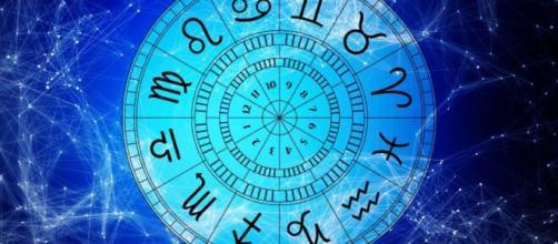 Previsioni oroscopo della giornata di mercoledì 21 luglio 2021.
