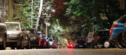 Una niña ha muerto atropellada por su madre cuando se encontraba aparcando el coche (Pixabay)