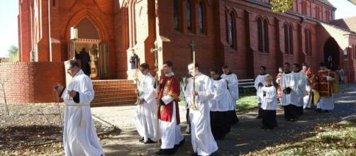 Papa Francesco ha abrogato la norma sulla celebrazione della messa in latino.