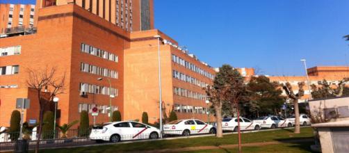 El sanitario herido fue trasladado por las autoridades al Hospital 12 de Octubre (Wikipedia commons)