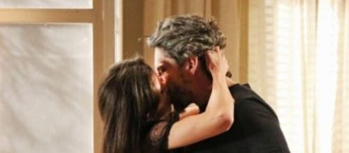 Cora e Zé se beijam em 'Império' (Reprodução/TV Globo)