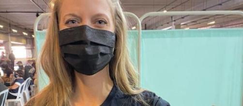 Gabriela Prioli protestou contra Bolsonaro durante vacinação (Reprodução/Instagram/@gabrielaprioli)