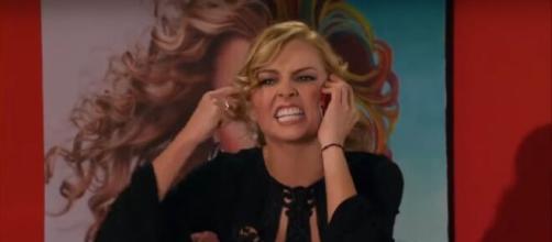 Kendra se desmascara para Nikki (Reprodução/Televisa)