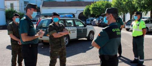 La Guardia Civil y la policía local con una lancha hicieron posible el hallazgo del joven desaparecido (Twitter, guardiacivilCordoba)