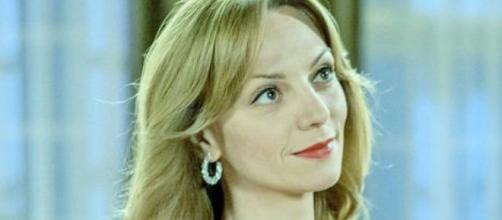 Tempesta d'amore anticipazioni 2-8 agosto: Ariane bacia Max, Vanessa sta male.