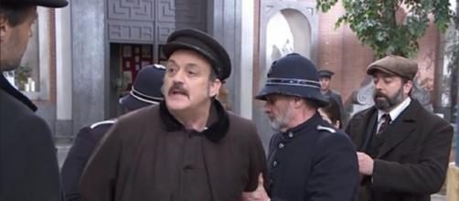Una Vita, spoiler 2-8 agosto: il commissario Mendez interrogherà Cesareo e lo arresterà.