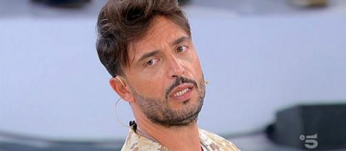 Uomini e Donne, Armando contro le sue ex: 'Nessun bel ricordo, mi sono sentito tradito'.