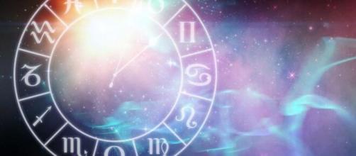 Previsioni oroscopo della giornata di domenica 25 luglio.