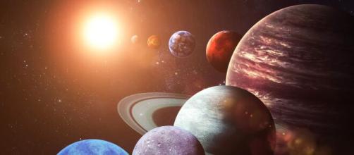 Previsioni zodiacali di giovedì 22 luglio: novità per l'Ariete, decisioni per Bilancia.