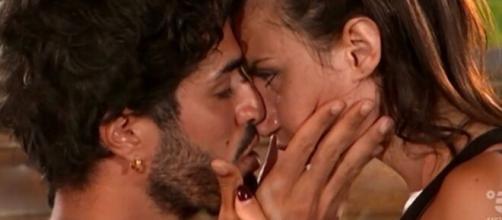Temptation Island, anticipazioni quinta puntata: Manuela bacia Luciano.