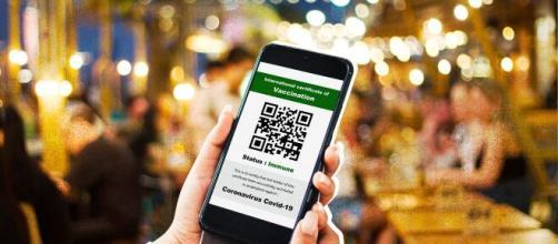 Green pass: da domani, col decreto, obbligatorio per ristoranti, sport, cinema, viaggi.
