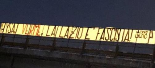 'Parasite, la Lazio est fasciste', la banderole des Ultras répond à Elseid Hysaj - Source : capture Youtube