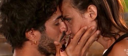 Temptation Island, anticipazioni 26 luglio: presunto bacio tra Manuela e Luciano.