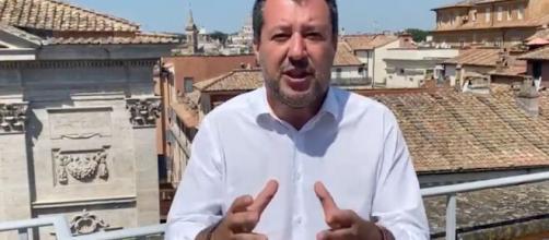 Ucciso in piazza a Voghera, Salvini difende l'assessore Lega: 'Ipotesi legittima difesa'.