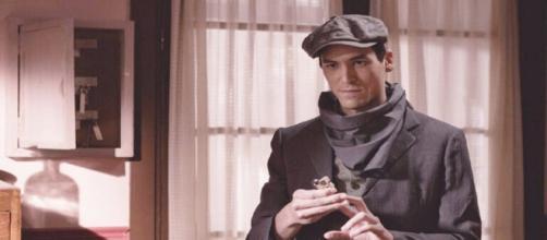 Una Vita anticipazioni spagnole: Santiago torna nel quartiere con intenzioni oscure.