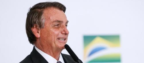 Bolsonaro ri e faz piadas com conotação homofóbica (Alan Santos/PR)