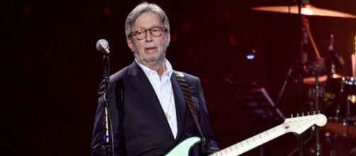 Eric Clapton ha detto che non suonerà in concerto se l'ingresso è aperto solo ai possessori di pass.