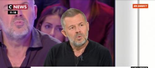 Le chroniqueur de TPMP Éric Naulleau dans une émission sur CNEWS. Source : capture d'écran CNEWS.