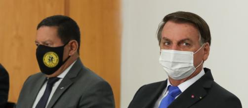 Bolsonaro compara Mourão com cunhado: 'às vezes ele atrapalha' (Marcos Corrêa/PR)