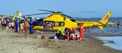 Calabria, giovane mamma perde la vita dopo un malore in spiaggia (Foto di repertorio).