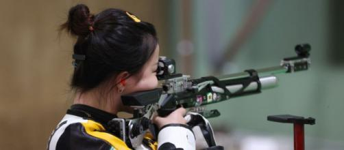Gold medalist Qian Yang of Team China during the medal round of the 10m Air Rifle Women's event (Image source: Tokyo 2020)