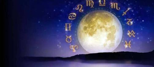 Previsioni oroscopo della giornata di venerdì 30 luglio 2021.