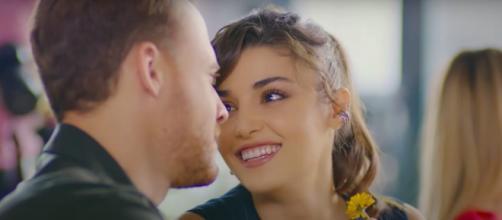 Love is in the air, anticipazioni 29 luglio: Selin gelosa di Ceren, le sente dire che Ferit è 'carino'.