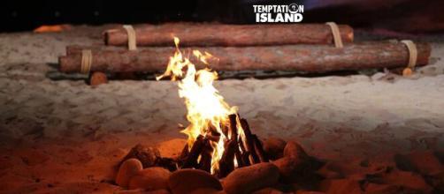 Temptation Island, a fuoco il villaggio.