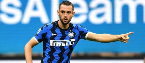 Inter, De Vrij piace in Inghilterra: l'Everton vorrebbe il centrale olandese.