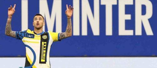 Napoli in cerca di un centrocampista: gli azzurri avrebbero chiesto Vecino all'Inter.