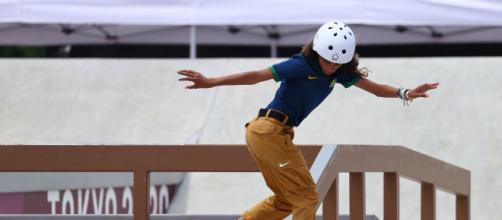 Rayssa se tornou a mais jovem medalhista olímpica da história do Brasil (Reprodução/Instagram/@tatawerneck)