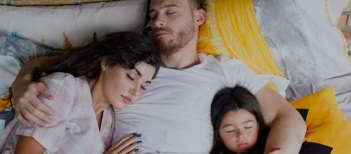 Sen Çal Kapımı, spoiler 2ª stagione: tra Eda e Serkan trionfa nuovamente l'amore.