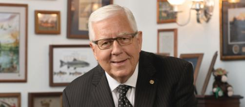 Former Sen. Mike Enzi of Wyoming dies after bicycle accident (Image source: United States Congress/Wikimedia Commons)