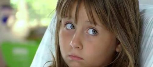 Júlia é encaminhada para o médico em 'A Vida da Gente' (Reprodução/TV Globo)