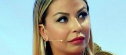 Da Amici a Uomini e donne, Sabrina Ghio è stata picchiata dal compagno Carlo.