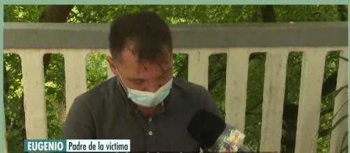 El padre del joven atacado en Amorebieta se quiebra en llanto al hablar de su hijo. (El programa del verano / Mediaset España)
