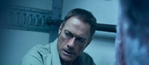 Jean-Claude Van Damme em cena de 'O Último Mercenário' (Arquivo Blasting News)