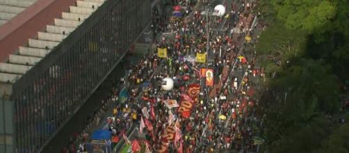 Avenida paulista registra atos contra Bolsonaro (Reprodução/GloboNews)