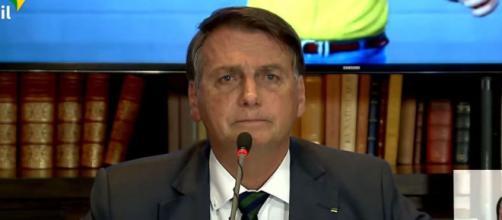 Presidente Jair Bolsonaro tem como alvo o presidente do TSE, ministro Luís Roberto Barroso (Reprodução/Redes sociais)