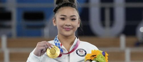 Suni Lee wins medal (Image source: Team USA/Twitter)