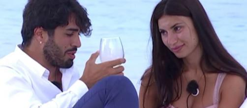 Temptation. news fidanzate/single: Manue e Luciano inscenano un falò, Jessica rivede Basolo.