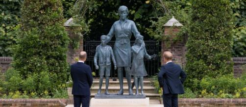 Princes William and Harry unveil statue of Diana (Image source: The Royal Family)