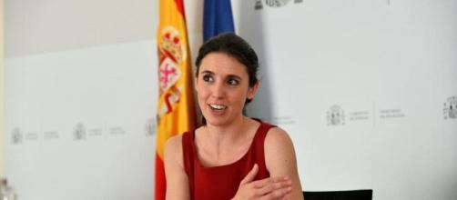 La ministra de Igualdad asegura que la ley busca que ninguna mujer 'se sienta sola'. (Twitter @IreneMontero)