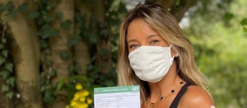 Ticiane Pinheiro recebe primeira dose de imunizante (Reprodução/Instagram/@ticipinheiro)
