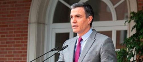 Pedro Sánchez ha sido retirado de la rueda de prensa escoltado (Instagram @sanchezcastejon)