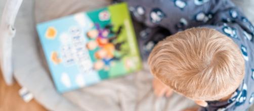 Libro infantil es multado en Hungría por promover familias homoparentales. (Foto Kelli McClintock/Unsplash)