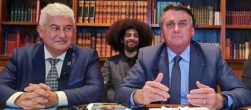 Presidente Bolsonaro cita valores cobrados nas refinarias como baixos e culpa intermediários pelo alto preço (Reprodução/Facebook)