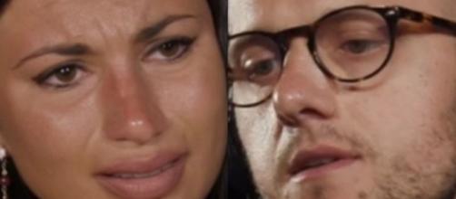 Temptation, Stefano e Manuela potrebbero avere un falò anticipato: 'Lo faccio piangere'.
