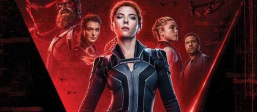 """Poster de """"Viúva Negra"""", filme protagonizado por Scarlett Johansson (Arquivo Blasting News)"""