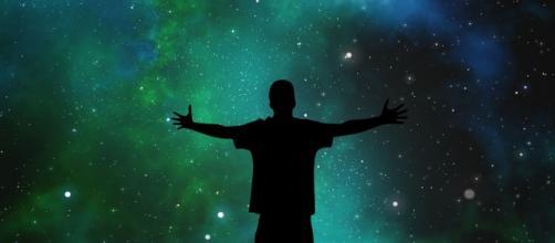 Previsioni zodiacali di lunedì 2 agosto: nuove energie all'Ariete, Scorpione ok nel lavoro.